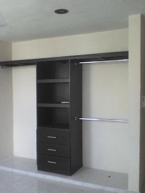 Cocinas y closet s en m rida yucat n la puerta carpinteria for Disenos de closets sencillos