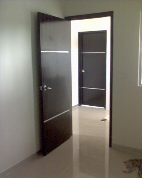 Minimalista 12 la puerta carpinteria for Puertas en casas modernas
