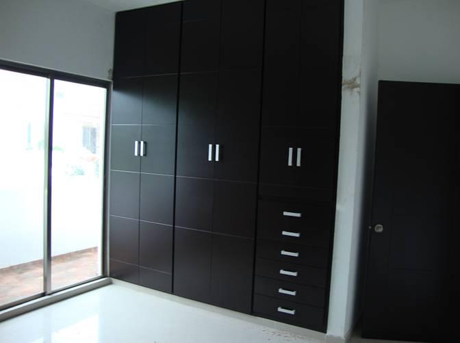 Recamaras y estudio con closets de lujo la puerta for Closet para recamaras modernas